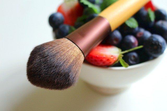Pinceau et fruits
